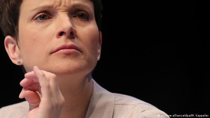 Deutschland AfD Bundesparteitag Frauke Petry (picture-alliance/dpa/M. Kappeler)