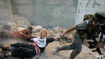 Ausschreitungen zwischen jüdischen Siedlern und Palästinensern in Hebron Dezember 2008 (Foto: AP)