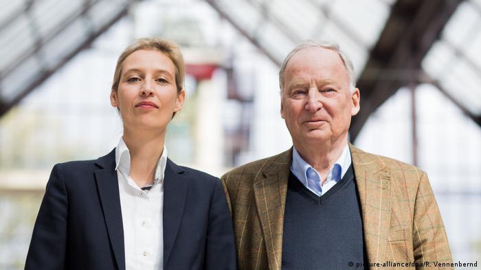 Köln AfD Bundesparteitag Alice Weidel und Alexander Gauland (picture-alliance/dpa/R. Vennenbernd)