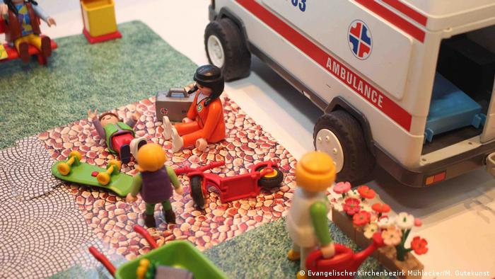 A Playmobil figurine scene showing how the Reformation affects modern life (Evangelischer Kirchenbezirk Mühlacker/M. Gutekunst )