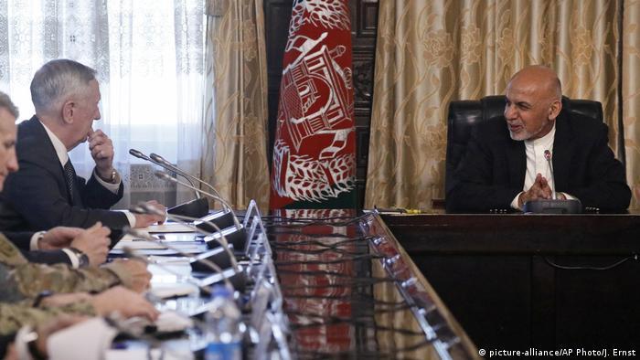 Afghanistan Kabul US-Verteidigungsminister Mattis (picture-alliance/AP Photo/J. Ernst)