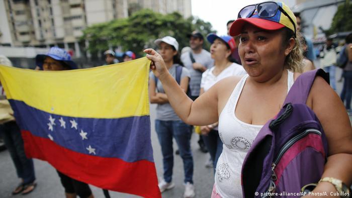Según Delcy Rodríguez, ministra de RR.EE., su país se retirará de la OEA, si ésta realiza reunión de cancilleres sin aval de Venezuela, tras alertar que este jueves sesionará Consejo Permanente Extraordinaria. 26.04.2017