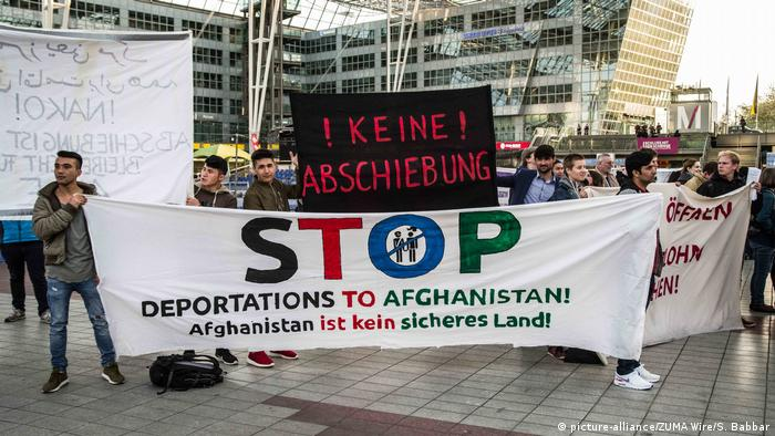 Demonstrations in Munich against deporting asylum seekers to Afghanistan (picture-alliance/ZUMA Wire/S. Babbar)