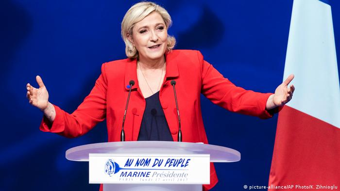 Frankreich Marine Le Pen in Paris (picture-alliance/AP Photo/K. Zihnioglu)