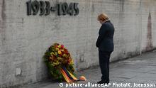 Deutschland Bundeskanzlerin Angela Merkel im ehemaligen KZ Dachau