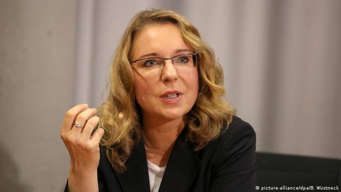 البروفسورة كلاوديا كمفيرت باحثة متخصصة في مجال الطاقة واقتصاد الطاقة في مدينة روستوك أثناء محاضرة 06.05.2015