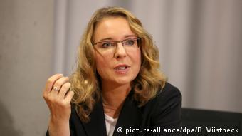 Author and expert Claudia Kemfer at a conference. Photo credit: picture-alliance/dpa/B. Wüstneck.