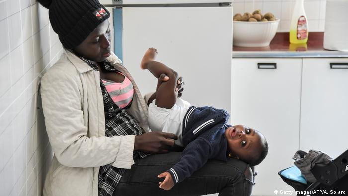 Italien Flüchtlinge in Kalabrien | Kochunterricht (Getty Images/AFP/A. Solaro)