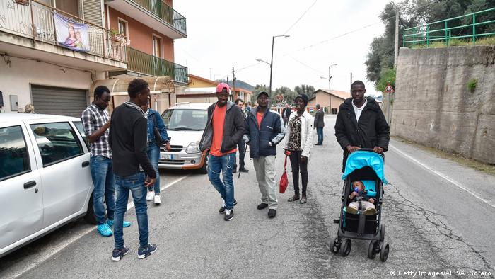Italien Flüchtlinge in Kalabrien   Sant' Alessio (Getty Images/AFP/A. Solaro)