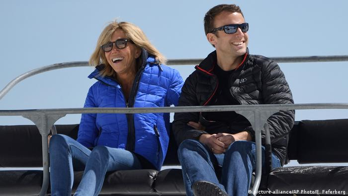 Frankreich Präsidentschaftswahl 2017 | Emmanuel Macron & Ehefrau Brigitte Trogneux (picture-alliance/AP Photo/E. Feferberg)