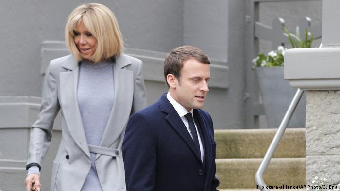 Frankreich Präsidentschaftswahl 2017 | Emmanuel Macron & Ehefrau Brigitte Trogneux (picture-alliance/AP Photo/C. Ena)