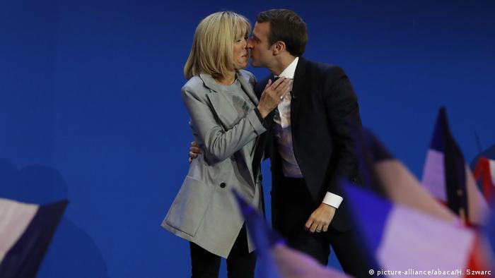 Frankreich Präsidentschaftswahl 2017 | Emmanuel Macron & Ehefrau Brigitte Trogneux (picture-alliance/abaca/H. Szwarc)