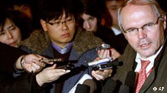 کریستوفر هیل، نمایندهی آمریکا در مذاکرات ششجانبه بر سر برنامه اتمی کره شمالی، به سمت سفیر ایالات متحده در عراق منصوب شده است