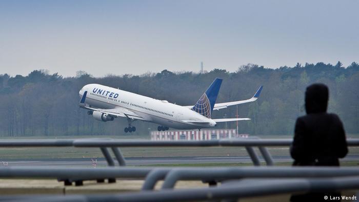 Deutschland United Airlines-Flieger hebt in Tegel ab nach New York (Lars Wendt)