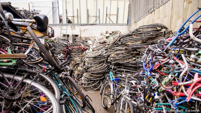 Deutschland Hamburg Polizei stellt 3500 Fahrräder sicher