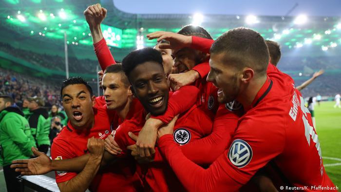 Fußball DFB-Pokal Borussia Mönchengladbach - Eintracht Frankfurt (Reuters/K. Pfaffenbach)
