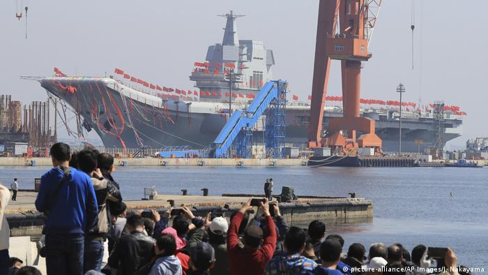China Einweihung Flugzeugträger in Dalian (picture-alliance/AP Images/J. Nakayama)