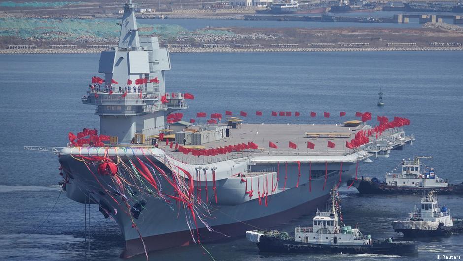 China apresenta primeiro porta-aviões construído inteiramente em seu território