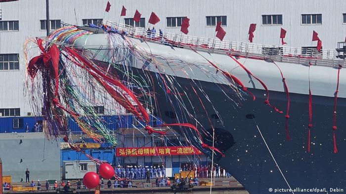 China Einweihung Flugzeugträger in Dalian (picture-alliance/dpa/L. Debin)