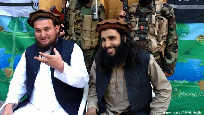 Pakistan Taliban-Sprecher Ehsanullah Ehsan & Adnan Rasheed (Getty Images/AFP/H. Muslim)