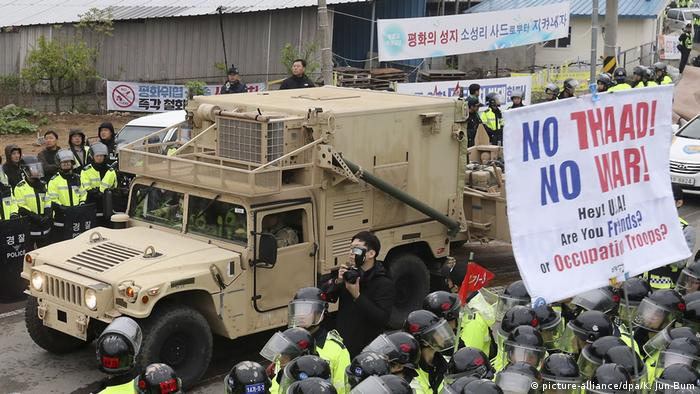 Protests against the deployment of the THAAD system in Korea (picture-alliance/dpa/K. Jun-Bum)