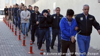Οι γερμανοί σχολιαστές στηλιτεύουν τις πρακτικές των τουρκικών αρχών