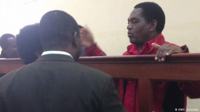 Zambian opposition leader Hakainde Hichilema before court in Lusaka (DW/K. Sikombe)