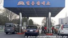 Nordkorea Tankstelle in Pjöngjang (picture-alliance/AP Photo/E. Talmadge)