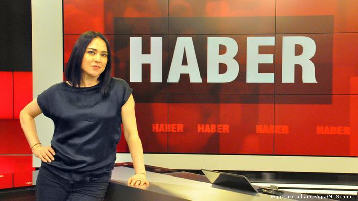 Arşiv - Banu Güven, İMC TV haber stüdyosunda (14.04.2016)