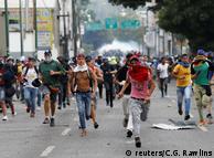 Антиправительственные демонстранты в Венесуэле