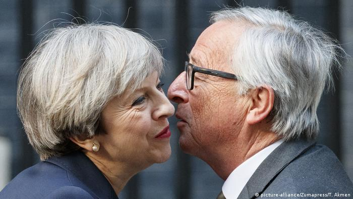 Großbritannien Theresa May und Jean-Claude Juncker (picture-alliance/Zumapress/T. Akmen)