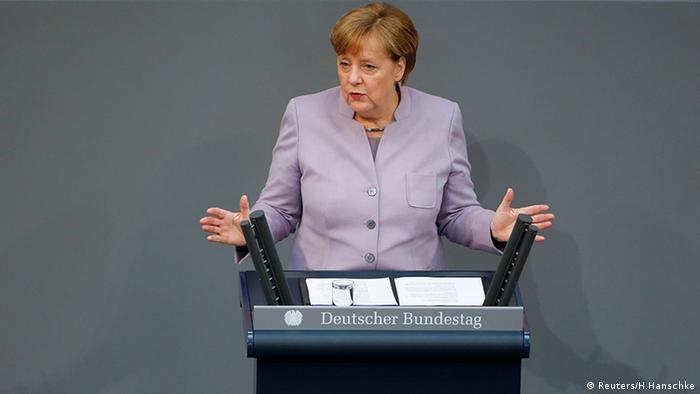 La canciller alemana insistió en que las obligaciones financieras de Londres con el bloque comunitario se deben abordar desde un comienzo en las negociaciones sobre salida de Reino Unido de la Unión Europea (UE). 27.04.2017