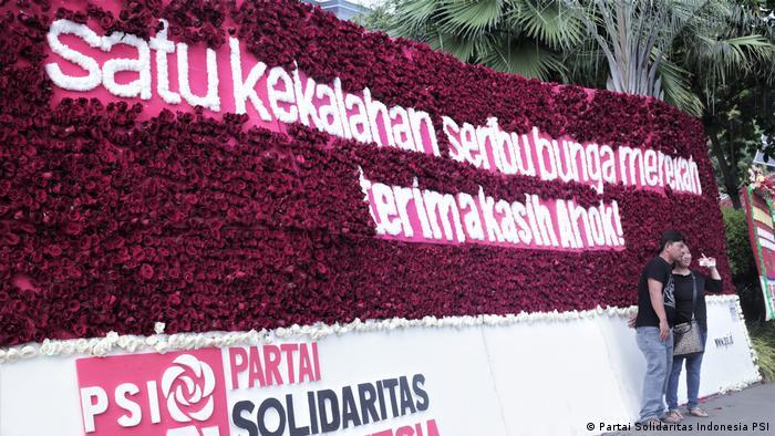 Indonesien Blumen für Jakartas Gouverneur Basuki Tjahaja Purnama (Partai Solidaritas Indonesia PSI)