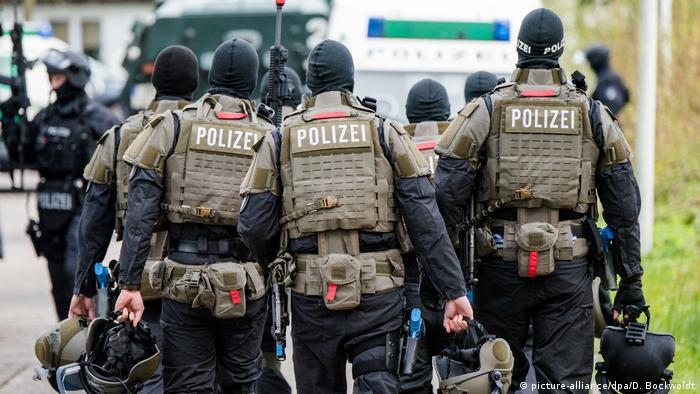 Deutschland Anti-Terror-Übung der Polizei in Hamburg (picture-alliance/dpa/D. Bockwoldt)