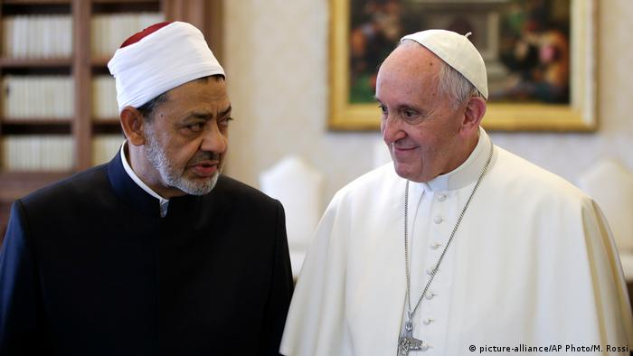 No Egito, papa busca aproximação entre cristãos e muçulmanos