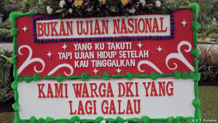 Indonesien Blumen für Jakartas Gouverneur Basuki Tjahaja Purnama (B. T. Purnama)