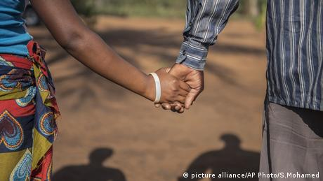 Africa Child Marriage Mosambik (picture alliance/AP Photo/S.Mohamed)
