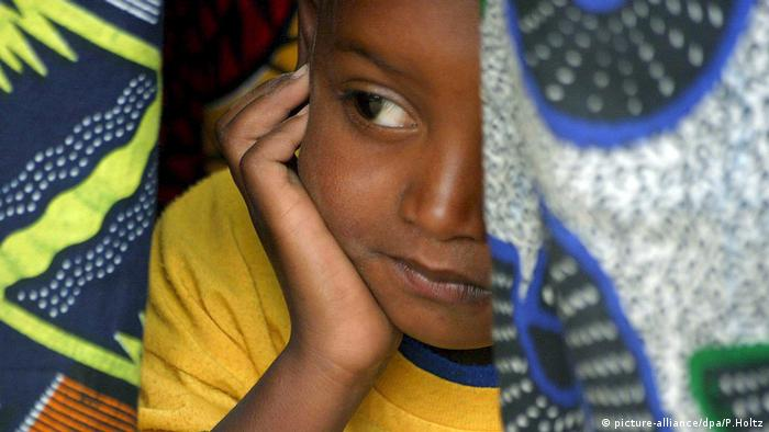 Senegal Ehe Kinderehe child marriage (picture-alliance/dpa/P.Holtz)