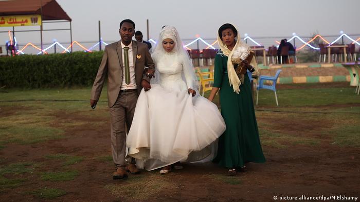 Sudan Child marriage Kinderehe junges Hochzeitspaar (picture alliance/dpa/M.Elshamy)