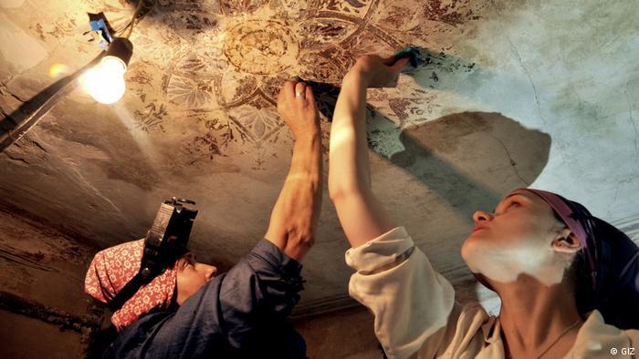 Передача досвіду За 8 років німецькі майстри також навчили представників 20 українських ремісничих підприємств відновлювати пам'ятки за німецьким ноу-хау, що передбачає максимальне збереження автентичного вигляду. Українські майстри продовжують так працювати самі, оскільки львівська влада продовжила проєкт, але вже за кошти міського бюджету.