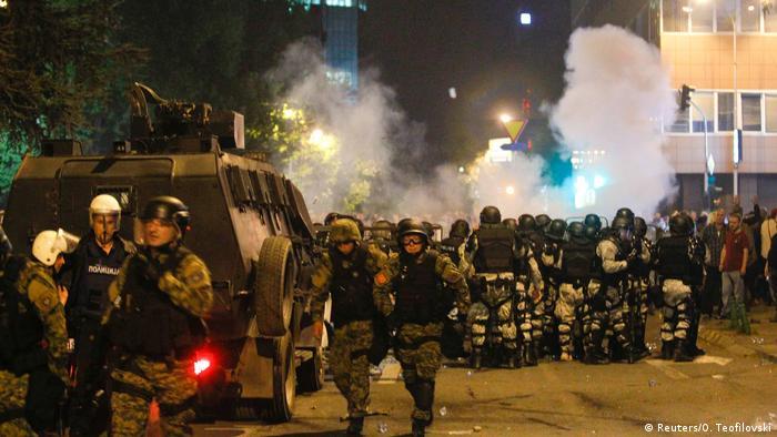 Mazedonien Skopje Ausschreitungen Parlament Polizei (Reuters/O. Teofilovski)