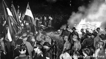 Nazis burning books (1933)