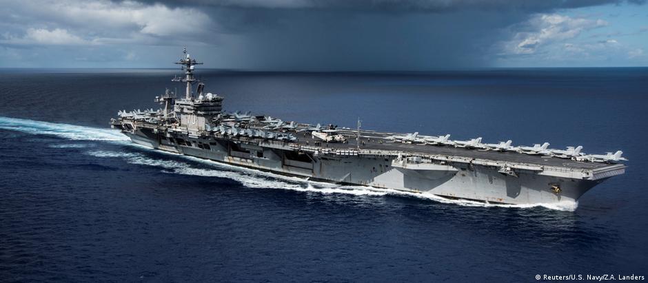 O porta-aviões americano USS Carl Vinson está nas proximidades da Península Coreana
