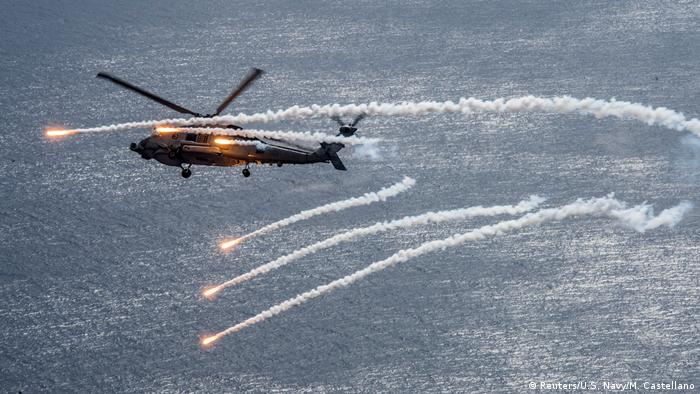 US Flugzeugträger USS Carl Vinson Helikopter (Reuters/U.S. Navy/M. Castellano)
