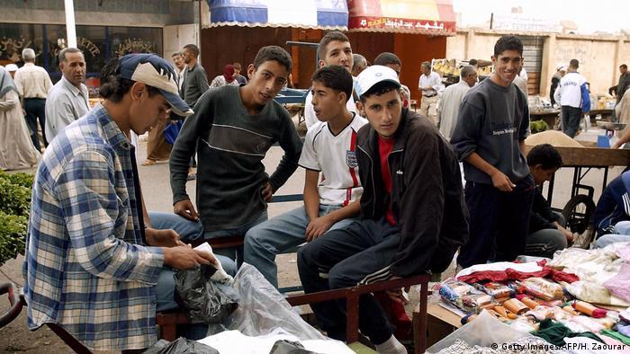 Algerien Bachdjerrah Junge Männer (Getty Images/AFP/H. Zaourar)