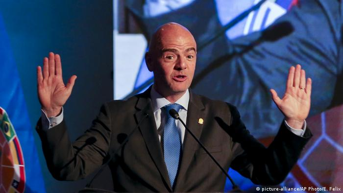 Chile FIFA-Präsident Gianni Infantino in Santiago (picture-alliance/AP Photo/E. Felix)