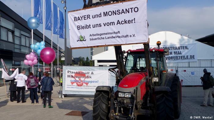 Protestas contra la fusión en Bonn: Bayer y Monsanto, ¡fuera de nuestros campos!