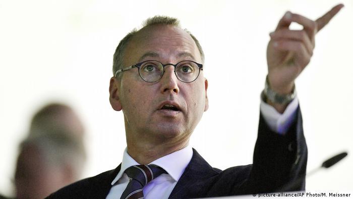 Werner Baumann, presidente de Bayer, dice que la empresa cumplirá con altos estándares ecológicos y sociales.