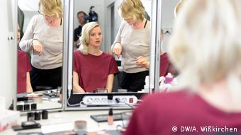 Levina in front of a mirror, getting ready for her PopXport appearance (Photo: DW/A. Wißkirchen)