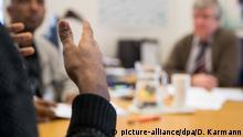 صورة رمزية للاجئ من إثيوبيا خلال جلسة استماع للتأكد من هويته (24/1/2017)